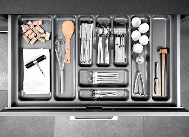Plastic cutlery insert